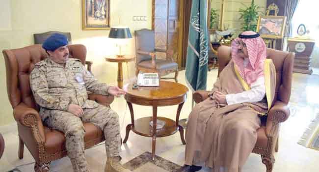 الأمير مشعل يستقبل قائد قاعدة الملك عبدالله الجوية - صحيفة البلاد