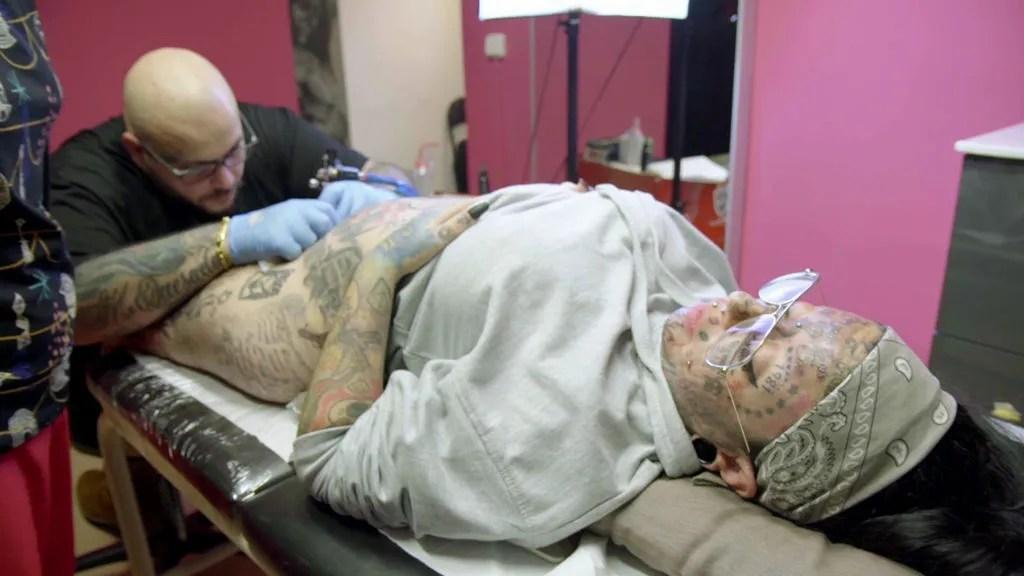 Samanta Y El Tatuaje Es Bello Esta Mujer Se Tatúa Hasta En El