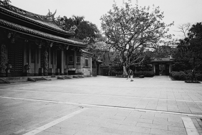 Temple cleaning - Shot on ILFORD FP4 PLUS at EI 100. Black and white negative film in 35mm format.