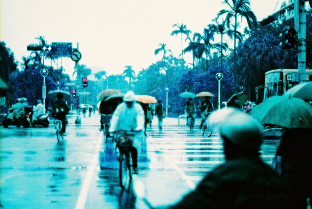 Rainy days, rainy haze - Lomography Lomochrome XR 100-400 shot at ISO400