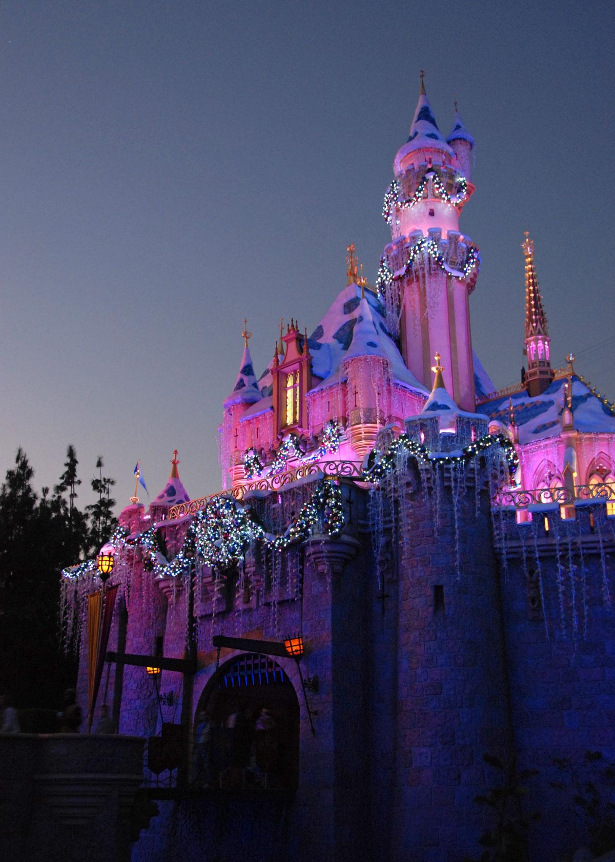 Mouseplanet  Christmastime 2007 At Disneyland Resort by
