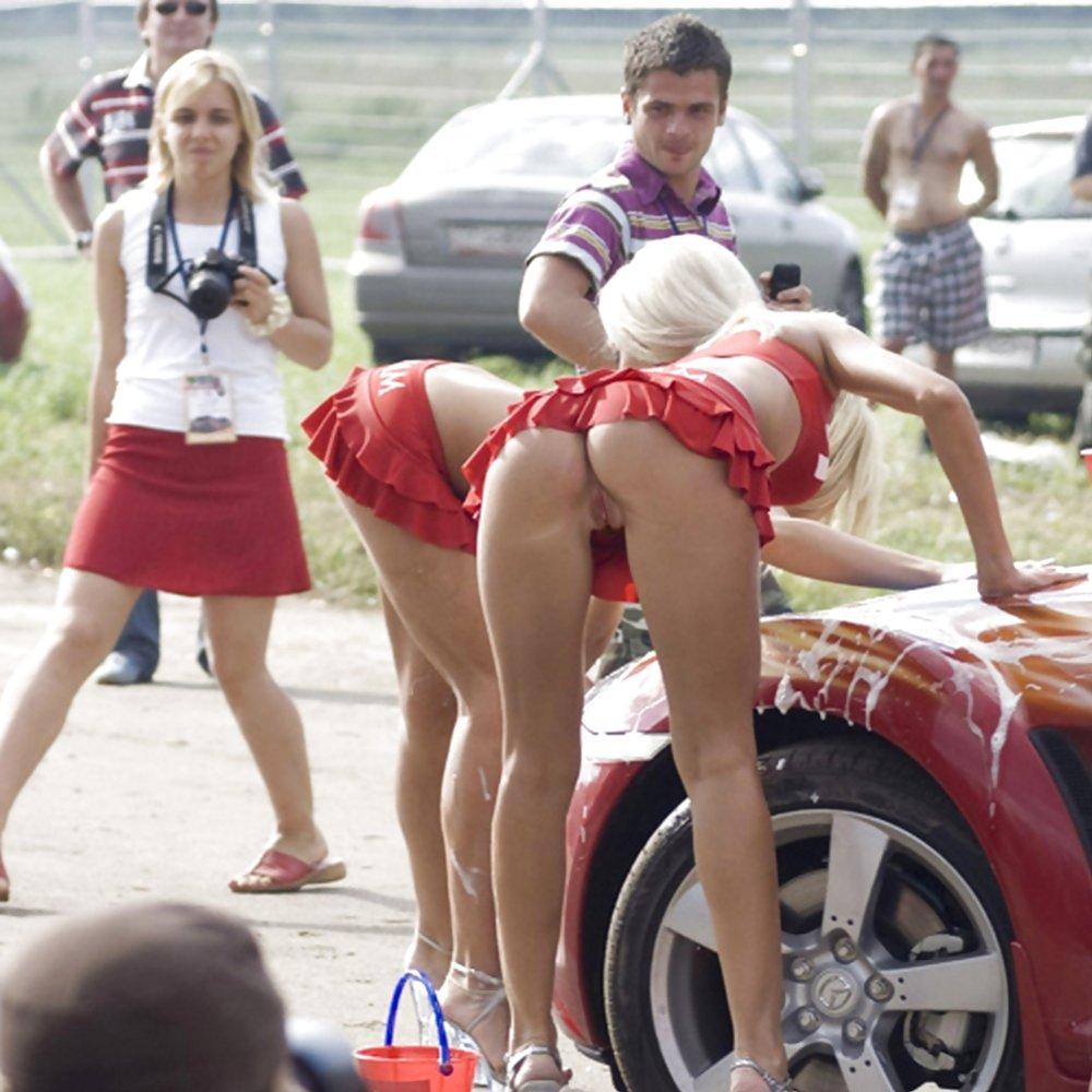 Cheer Leader No Panties Pics