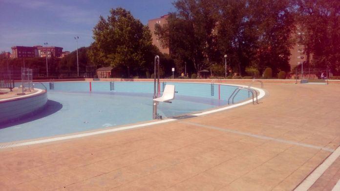 Cerrado un vaso de la piscina de el carrascal for Vaso piscina