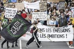 Miles marchan en Francia, exigen medidas más ambiciosas contra el cambio climático