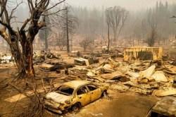 Crecen los enormes incendios forestales en California
