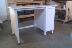 Desk with concealed adjustable shelving - door closed