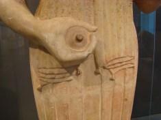 """Granada de la """"Koré"""" de Berlin, Colección de Arte Antiguo, 570 a.C."""