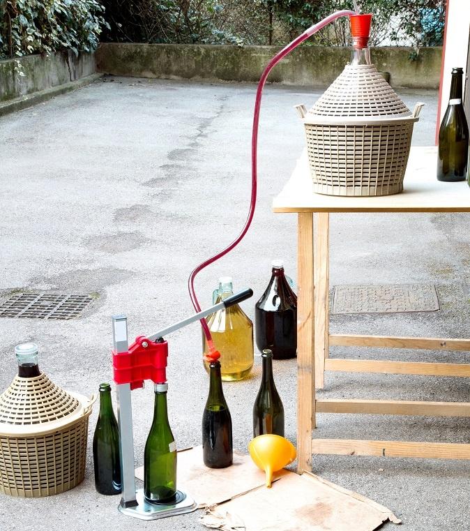 Como drenar vinho com um sedimento