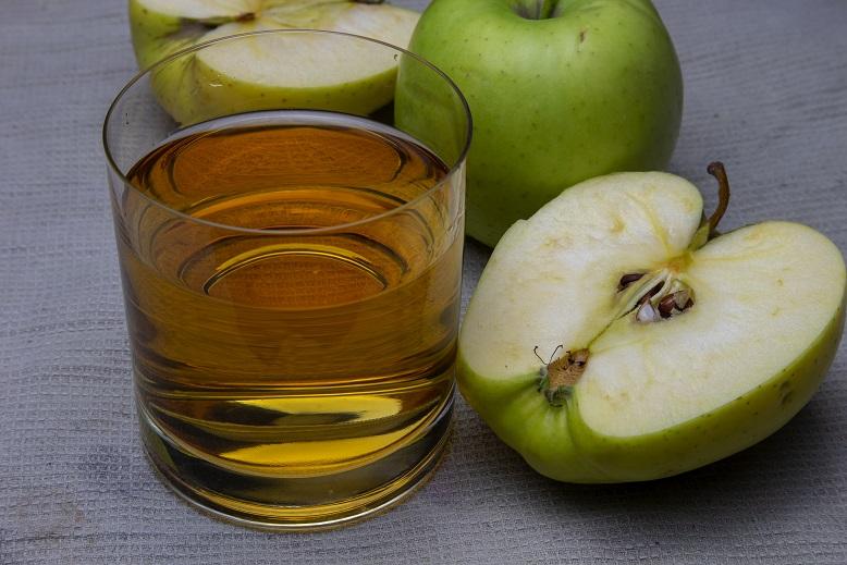 りんごから家の酢をストックしています