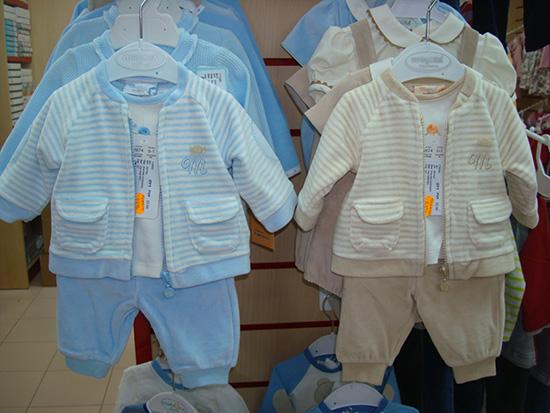 Conjunto de bebé 1ª puesta de 3 piezas, marca Mayoral a 25€.