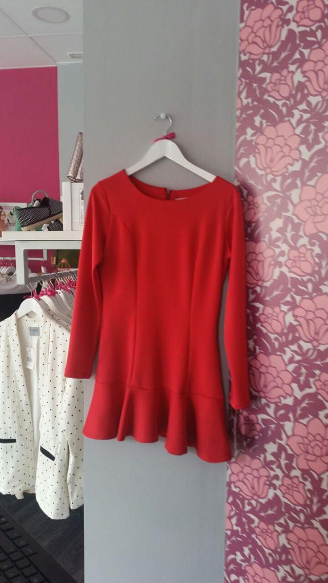 50% descuento en vestido rojo de talla S.