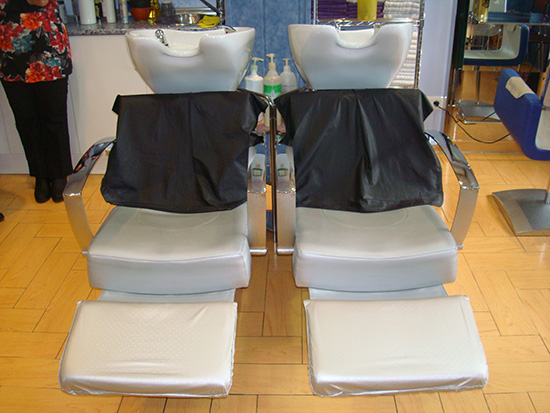 Precios especiales: Corte de pelo con estilismo para ella 10,20€ y para él 10,60€. Extensiones de pestaña a 5€, lavado express a 5€, corte pelo niños  a 8€. Para ella corte,color,extension pestañas,lavado y masaje capilar por 50€