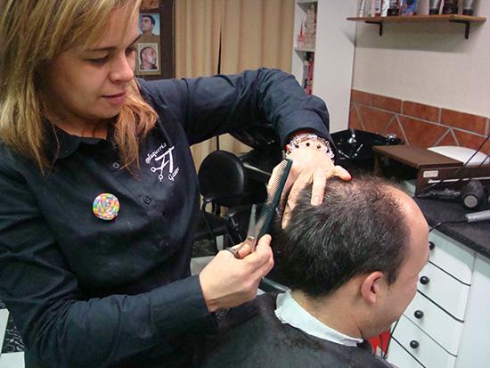 De lunes a sábado diciendo que vas de parte de AlcorconHoy, por cada corte de caballero, gratis el afeitado.