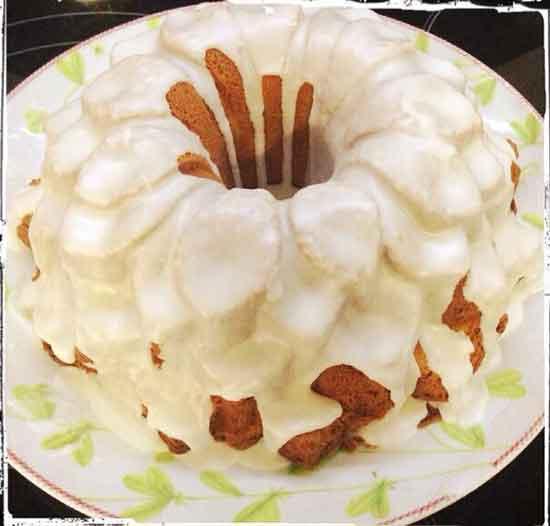 Desayunos de lunes a jueves: Café con tostada de pan chapata o bolleria o bizcocho de la abuela por 2,00€. Dilas que vas de parte de AlcorconHoy.