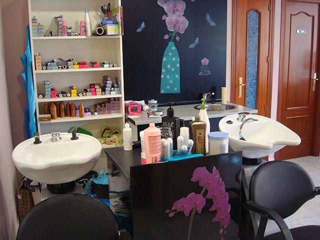 De lunes a miércoles 20% descuento en peluquería para ella y él, excepto en vísperas de fiesta, oferta no acumulable.