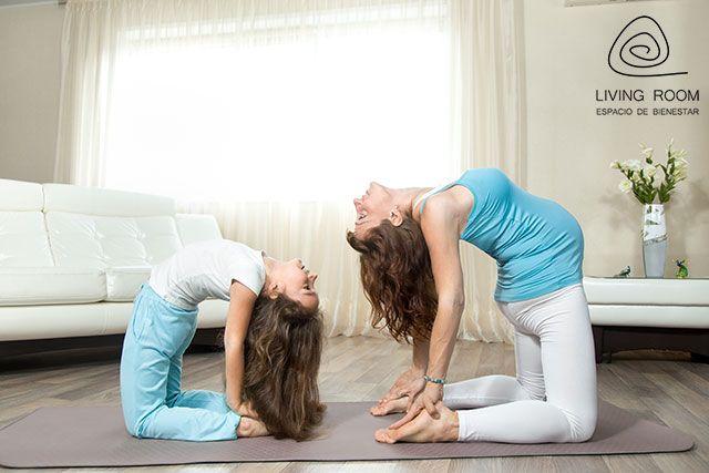 Yoga en familia en Living-Room Alcorcón