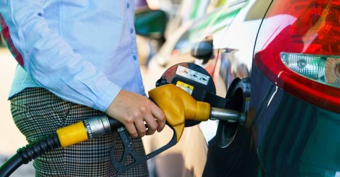 Nuevas etiquetas en las gasolineras: ¿Cuál es la adecuada para mi coche?