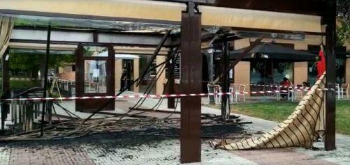 Incendio de la pérgola de un restaurante en Alcorcón