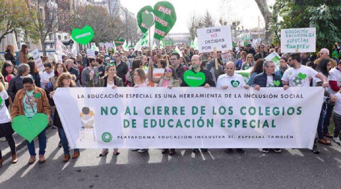 Los partidos del Gobierno Municipal votaron en contra de la moción sobre los colegios de educación especial. Discafobia en Alcorcón según Vox.
