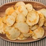 ポテチを箸で食べる割合はどれくらい?100均グッズや海外の反応も!