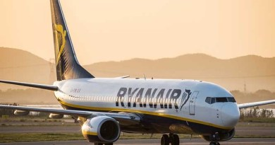 Ryanair flight to Spain does a U-turn
