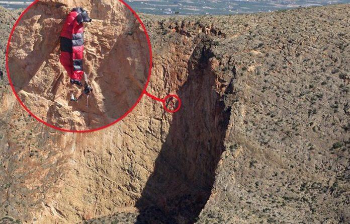 costa blanca paraglider cliff
