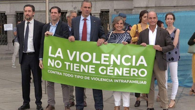 Vox manifestándose contra la violencia de género