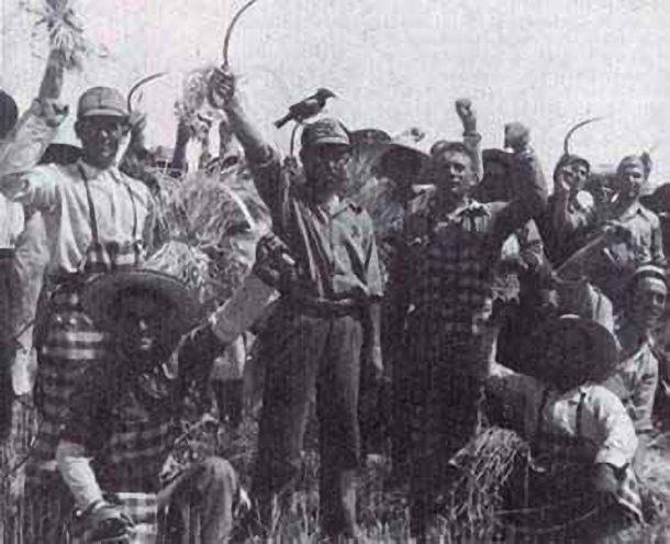 Campesinos de Badajoz llevando a cabo las ocupaciones de fincas en Marzo de 1936. 25 de marzo de 1936. David Seymur. CC BY-SA 4.0