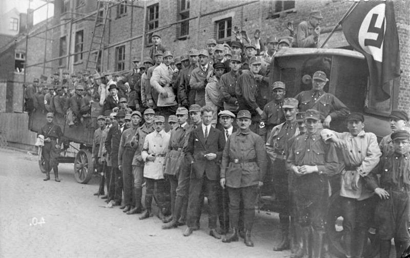 Las SA con el NSDAP, Fuente: Bundesarchiv, Bild 119-0779 / CC-BY-SA 3.0