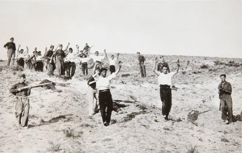 Rendición de milicianos republicanos en Somosierra. 1936. Autor desconocido. Dominio público. https://artsandculture.google.com/asset/sgGtR7VTeKaL9w