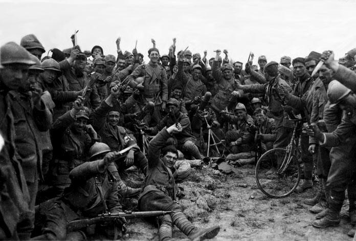 Miembros de los Arditi. Autor: desconocido Fecha: 1918 Fuente: Wikimedia Commons Dominio Público