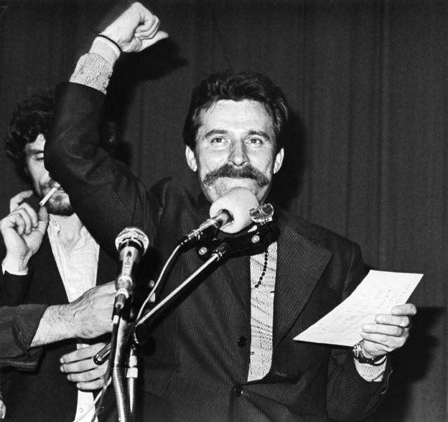 Presidente Solidaridad del Comité de huelga entre empresas, Lech Wałęsa en el BHP Hall del astillero de Gdańsk Lenin. Autor: Giedymin Jabłoński, Agosto de 1980. Fuente: European Solidariy Centre, bajo licencia CC BY-SA 3.0 PL
