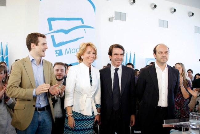 Esperanza Aguirre con Pablo Casado y José María Aznar. Autor: PP de Madrid, 01/04/2011 Fuente: Flickr. (CC BY 2.0.)