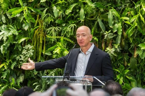 Jeff Bezos en la gran inauguración de Amazon Spheres en Seattle. Autor: Seattle City Council, 29/01/2018. Fuente: Flickr (CC BY 2.0.)
