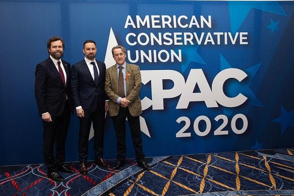 Ivan Espinosa de los Monteros, Santiago Abascal y Hermman Terscht en la American Conservative Union de 2020. Internacional anticomunista. Autor: Santiago Abascal. Fuente: Cuenta de Twitter @Santi_ABASCAL