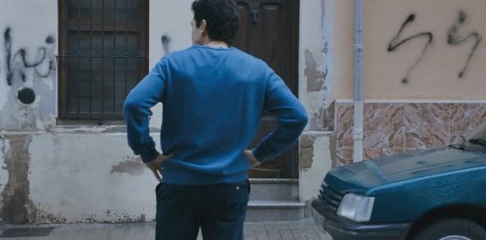 """Fotograma de la película """"La mort de Guillem"""". La casa de los Agulló amanece con pintadas fascistas. Autor: Captura de pantalla realizada el 09/10/2020 a las 19:45h. Fuente: TV3."""