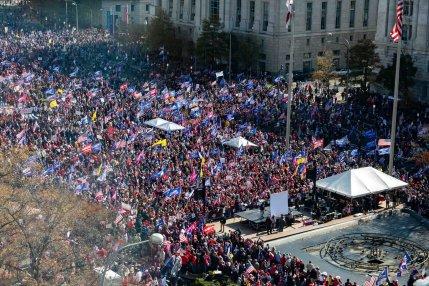 Marcha contra el supuesto fraude electoral y en apoyo a Trump. Autor y fuente: Twitter.