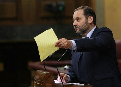 José Luis Ábalos interviene en la tribuna del Congreso durante la moción de censura de 2017. Autor: Marta Jara, 16/06/2017. Fuente: elDiario.es. (CC BY-SA 3.0)