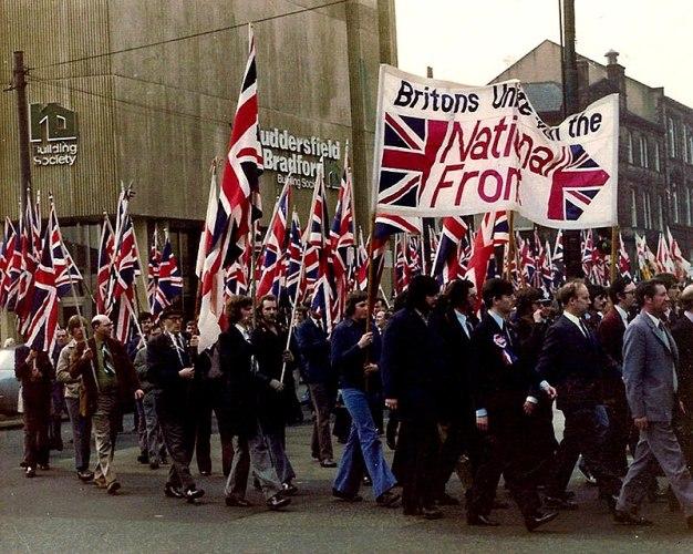 Marcha del Frente Nacional en Yorkshire en 1970. Autor: Vuelo Blanco. 1970. Fuente: Wikimedia Commons. (CC-BY-SA 3.0.)