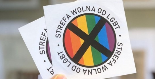"""Pegatina zona libres de LGTB repartida por Gazeta Polska"". Autor: Gazeta Polska. Fuente: twitter"