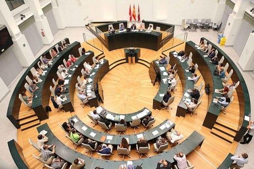 Cita para dialogar sobre movilidad en el Debate Ciudadano, 'Combina y Muévete', celebrado en el Pleno de Madrid y organizado por el Área de Medio Ambiente y Movilidad, que forma parte de la Semana Europea de la Movilidad. Autor: Diario de Madrid, 17/09/2018. Fuente: Diario de Madrid. (CC BY 4.0).