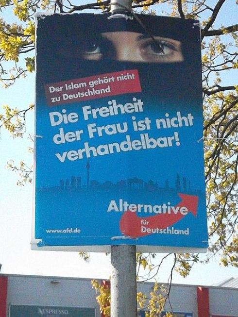 Cartel propagandístico de Alternativa para Alemania donde ataca al islam. Autor: Rosenkohl, 03/05/2018. Fuente: Wikimedia Commons (CC BY-SA 4.0.)