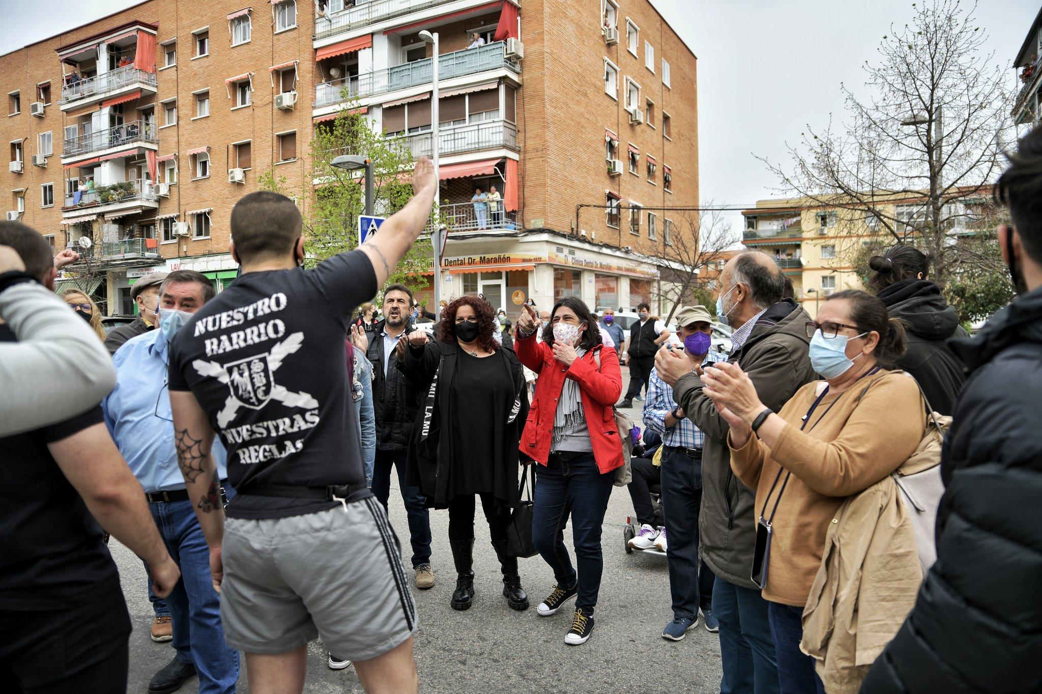 Un manifestante de Bastión Frontal discute violentamente con los acompañantes de Pablo Iglesias en Madrid. Autor: Dani Gago, 30/03/2021 (imágenes cedidas para su uso por el autor @DaniGagoPhoto).