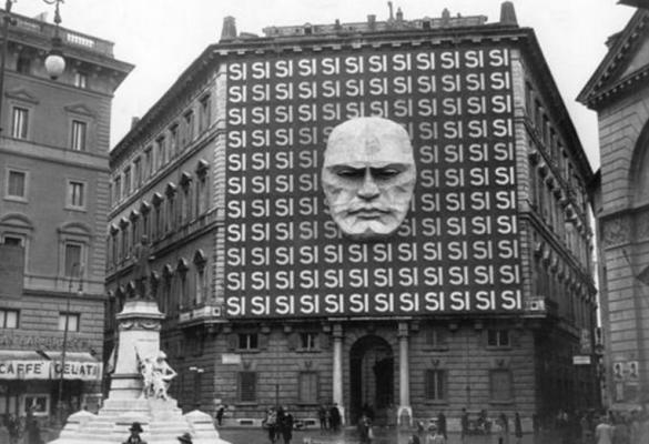 La sede del Partido Nacional Fascista en Roma en 1934. El autoritarismo es un rasgo inherente al fascismo. Autor: Recuerdos de Pandora, 1934. Fuente: Flickr (CC BY-SA 2.0.)
