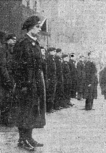 La milicia fascista, Jóvenes Patriotas, realizando una formación militar. Autor: Josp, 20/10/1935.