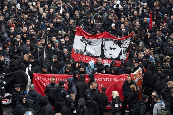 Manifestación neonazi en Leipzig, Alemania. Autor: Herder, 17/10/2009. Fuente: Wikimedia Commons (CC BY-SA 3.0)