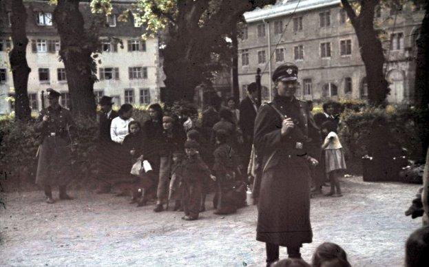 Deportación de gitanos en Alemania. Autor: Desconocido, 22/05/1940. Fuente: Bundesarchiv, Bild 244-52 (CC BY-SA 3.0)