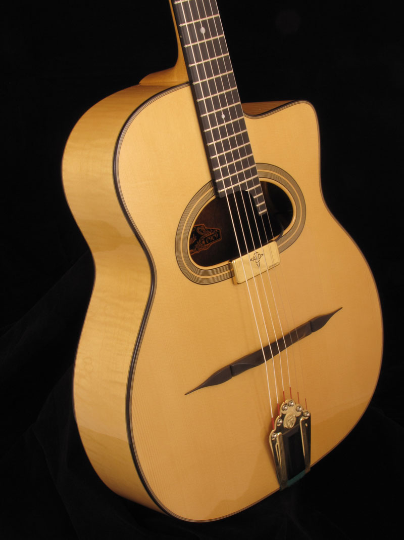 La Blonde, guitare érable grande bouche.