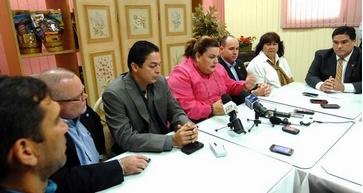 Presidenta cameral y legisladores en Mayagüez