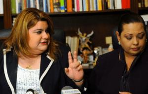 La presidenta de la Cámara de Representantes, Jenniffer González, y la representante por Carolina, Elizabeth Casado.